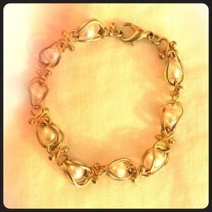 Jewelry - Gold/Pearl Bracelet